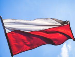 Флаг Польши. Получение кредита в Польше для украинцев