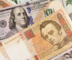 Гривневые и долларовые банкноты